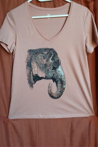 Creations t shirts peints a la main elephant Souai
