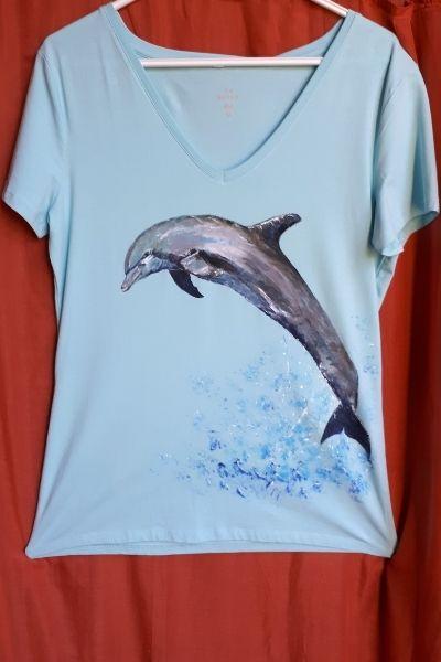 Creations t shirts peints a la main dauphin